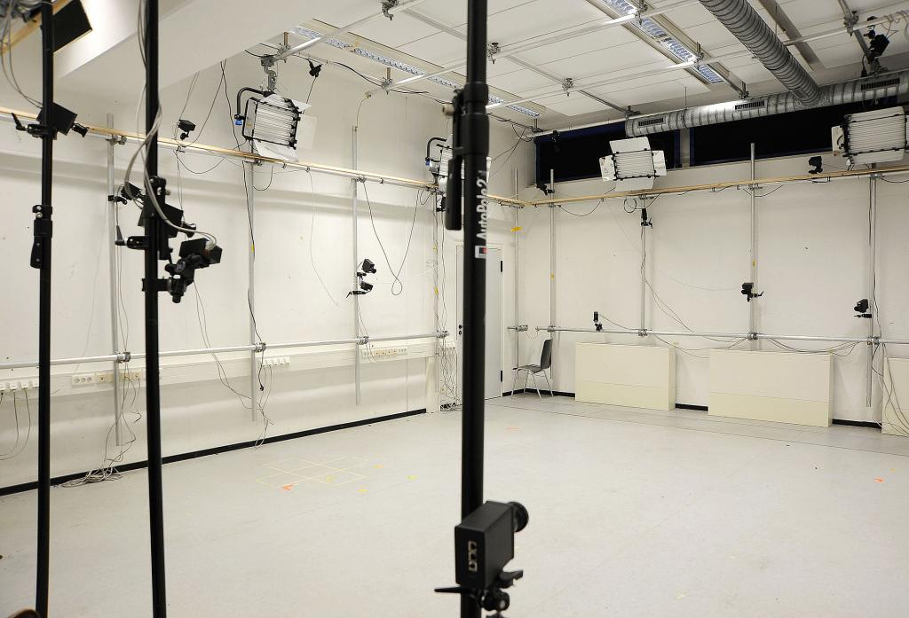 motion capture studio at the max planck institut university saarland die filmmotivdatenbank. Black Bedroom Furniture Sets. Home Design Ideas